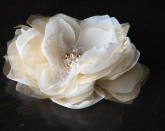 Gold ivory hair flower Ivory hair clips Ivory gold hair flower Gold flower Ivory gold flower Ivory hair flowers Ivory gold wedding flowers