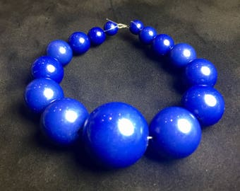 Graduated Round Acrylic Beads in Royal Blue ... 15 ct.