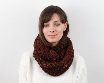 Chunky Knit Infinity Scarf, Wool Blend | THE VIENNA in Chai