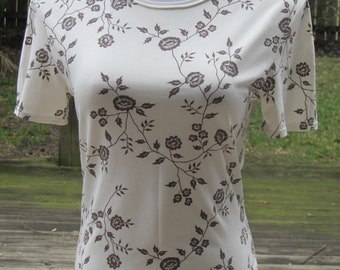 Vintage top blouse tee feminine ivory mocha floral blouse tee 1970 ladies hipster blouse top short sleeves tee size S made in United Kingdom