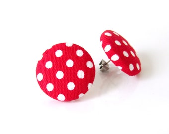 Polka dot stud boucles d'oreilles - bouton rouge Boucles d'oreilles - tissu bouton boucles d'oreilles - style vintage - pin-up bijoux - rockabilly boucles d'oreilles - rétros boucles d'oreilles