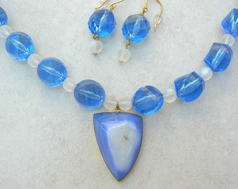 Brilliant Blue Druzy Geode Pendant, Large Vintage Faceted Lucite & Frosted Glass Beads, Bold Necklace Set by SandraDesigns