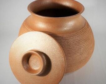 Traditional Large Flameware Bean Pot, Slow Pot Cooking, Kitchenware, 7.25 qt.