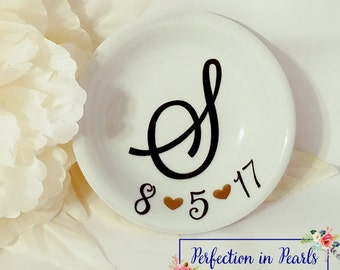 2.60 Shipping // Personalized Wedding Date Ring Dish // Brides Gift // Birthday Gift // Anniversary Gift // Couples Gift // Stocking Stuffer