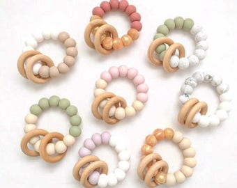 Small Rattle //teething teether baby toy wood rings natural develpmental learning