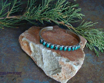 Vintage Native style Sterling Silver cuff Bracelet with Malichite Gemstones