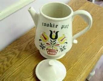 DISM003.  McCoy Cookie Coffee Pot