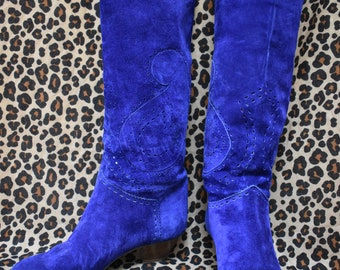Vintage 80s buttery electric blue leather boots with paisley pattern