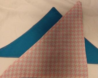 Reversable Dog Bandana - Pink Houndstooth Pattern with Blue Backing