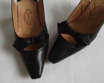 Vintage 1970s shoes/ leather 70s sandals/ bow leather 70s shoes