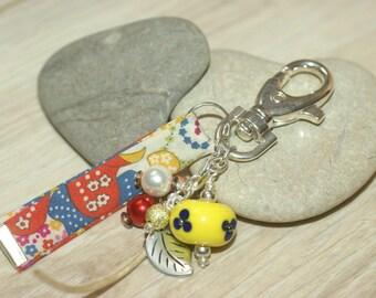 "Keychain / yellow bag charm ""Mauvey"""