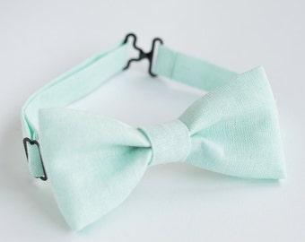 Light mint bow tie, linen bow tie, pocket square, mens bow tie, pre tied bow tie, bow ties for men, bow tie men, vintage bow tie