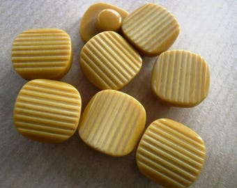 Set of 3 small square plastic, mustard color, size 14 mm buttons