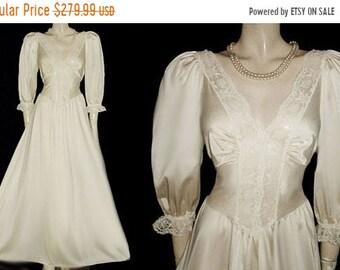SALE Vintage Olga Nightgown Sleeves Buttermilk Spandex Lace Grand Sweep designer nightgown ivory gown 70s nightgown spandex nightgown