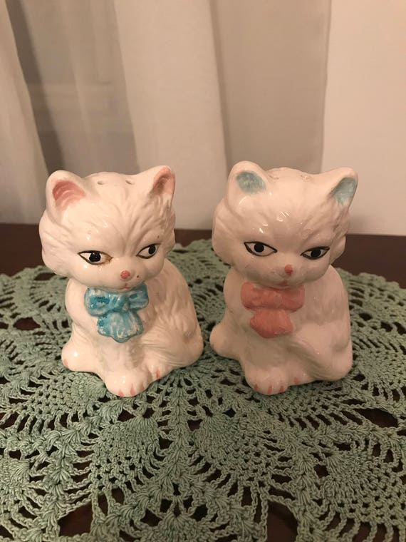 Vintage White Cat Salt and Pepper Shakers!