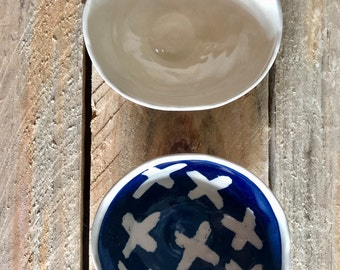 Blue and white cross pattern tapas/snack/sauce/trinket bowl set