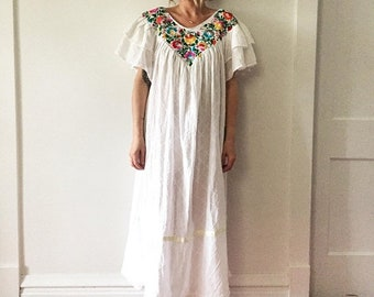 20% OFF SALE Vintage Embroidered Mexican Kaftan, Oaxaca Kaftan , Mexica Mexican Maxi Dress