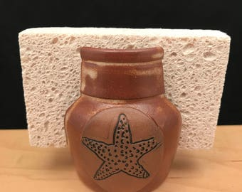 Starfish sponge holder