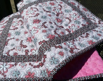 Daisy Quilted Table Runner, Summer Daisy Quilted Table Topper, Spring Table Runner Quilted, Free US Shipping