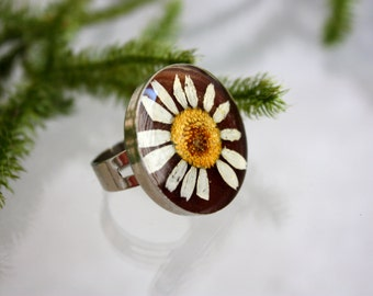 Real daisy ring. Ring with a flower of camomile. Ring epoxy resin.