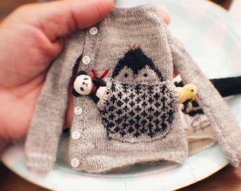 jiajiadoll- cute animals hand knitting- penguin sweater in grey sweater fits Momoko Or Blythe Or imda 3.0 imda 2.6 yosd littlefee