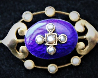 C1880 Small VICTORIAN 15ct Gold Blue Guilloche & Seed Pearl Set Lace Pin