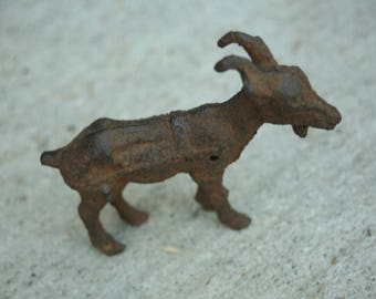Superbe Goat Cast Iron Miniature, Primitive Goat, Animal Lover, Home Decor, Kitchen  Decor