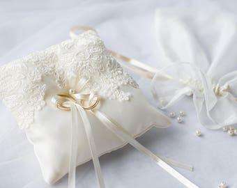 Wedding Ring Pillow/ Ring Bearer Pillow/ Wedding Pillow/ Wedding Ring Pillow/ Ring Bearer/ Lace Ring Pillow/ Classic wedding/ Wedding rings