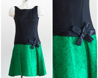 Black and green sleeveless drop waisted dress with satin bow