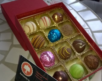 Box of  6 Mixed Award winning chocolates, made using only fresh ingredients and no added preservatives.
