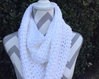 Infinity Scarf / Crochet Infinity Scarf / Cowl Scarf / White Infinity Crochet Scarf / Neck Warmer / Circular Scarf / Crochet Accessories