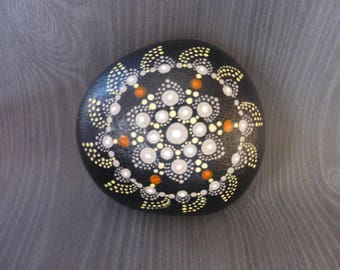 Mandala - hand painted Pebble - Pebble hand painted mandala stone painted with paint drops - home decor paperweight