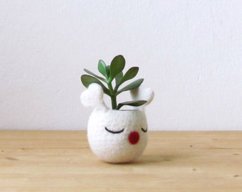 Christmas gift idea / Succulent planter /  Felt vase / gift for grandma / Rudy the red nosed reindeer planter - Choose your color!