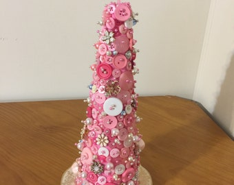 Button Christmas Tree with a touch of Vintage jewerly