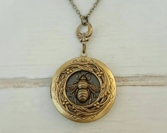 Bee Locket Necklace - antique style  brass locket/Anniversary/Bridesmaid gift/ Wedding/Birthday/Sister/Mom/Daughter/Photo Picture/friend.