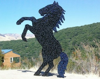 Outdoor horse sculpture, horse sculpturs, outdoor sculpture, horse sculpture, outdoor horse statues, outdoor sculptures, yard statues