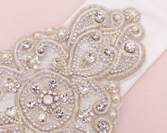 wedding sash belt, bridal belt, pearl belt, bridal sash belt, white sash belt, wedding belt, Swarovski belt, jeweled belt,