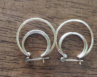 Vintage 14k solid yellow gold triple  hoop earings 25mm diameter 2.0 grams c1980s