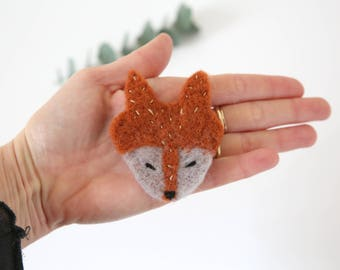 """Felted woolen, embroidered brooch """"Fox"""" / free shipping France"""