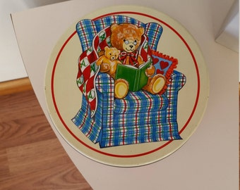 Bear Tin from Valleybrook Farms; Two Bears Sitting in an Armchair Reading a Book; Very Good Vintage Condition