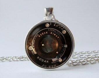 Vintage camera lens necklace Lens pendant Photography jewelry Vintage lens pendant Camera necklace Boyfriend gift Art pendant Photographer