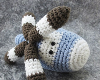 Toy helicopter baby rattle - turnable blades - organic cotton - sky blue and brown - baby gift for a boy - amigurumi crochet helicopter