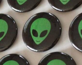 Alien 1 in Button Pin
