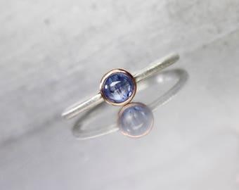 Tiny Ceylon Blue Sapphire 14K Rose Gold Silver Ring Stackable Band Cute September Gemstone Round Cabochon Delicate Boho Gift - Blaukügelchen
