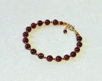Bracelet Pierre de Grenat rouge, / Métal doré et Plaqué Or sur laiton / Red Garnet gemstone, gold plated brass bracelet