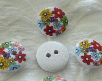 WHITE DECORATED MULTIFLEURS WOODEN BUTTON