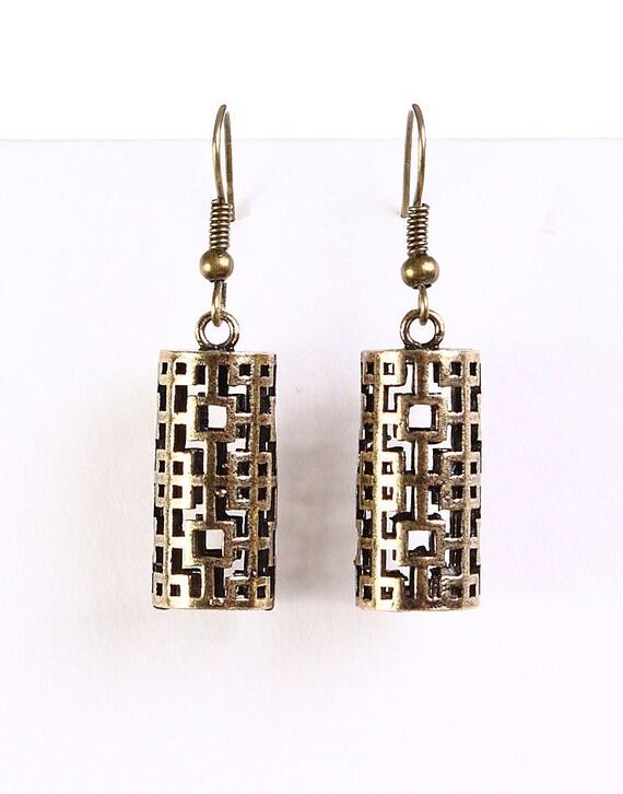 Antique brass lantern dangle earrings (634)