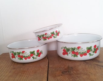 Enamel Tin Stacking Bowls Strawberry Motif