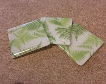 Dessous de verre imprimé vert fougère