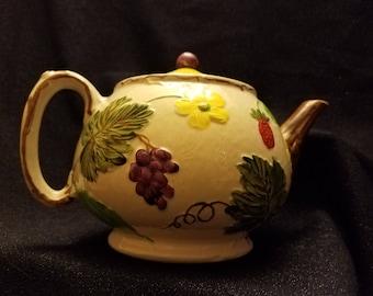 Berries & Grapes Teapot